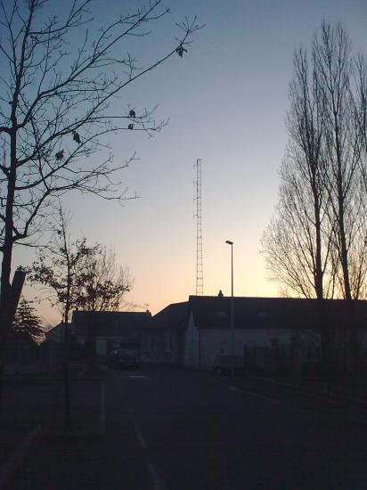 Pylône autoportant triangulaire avec quadruple trombone radio F.M. (R.C.F. 58 à Nevers, 17 rue des Ardenets)