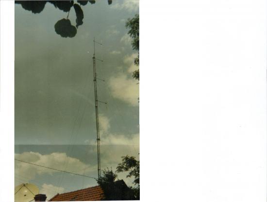 Ancien pylône triangulaire type Balmet haubanné Radio-Nostalgie au 61 ter, rue des Montapins à Nevers